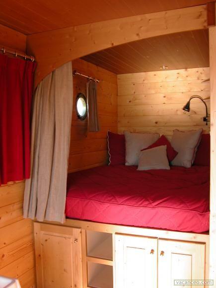 un lit 2 place en alc ve roulottes pinterest roulotte alc ve et campagne. Black Bedroom Furniture Sets. Home Design Ideas