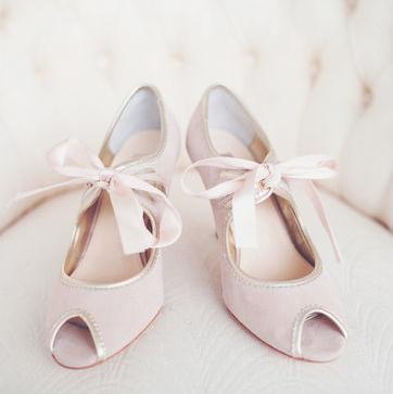 nouveau concept d1dbc 4e84f Jolies chaussures rose poudré et petit noeud | robe de ...