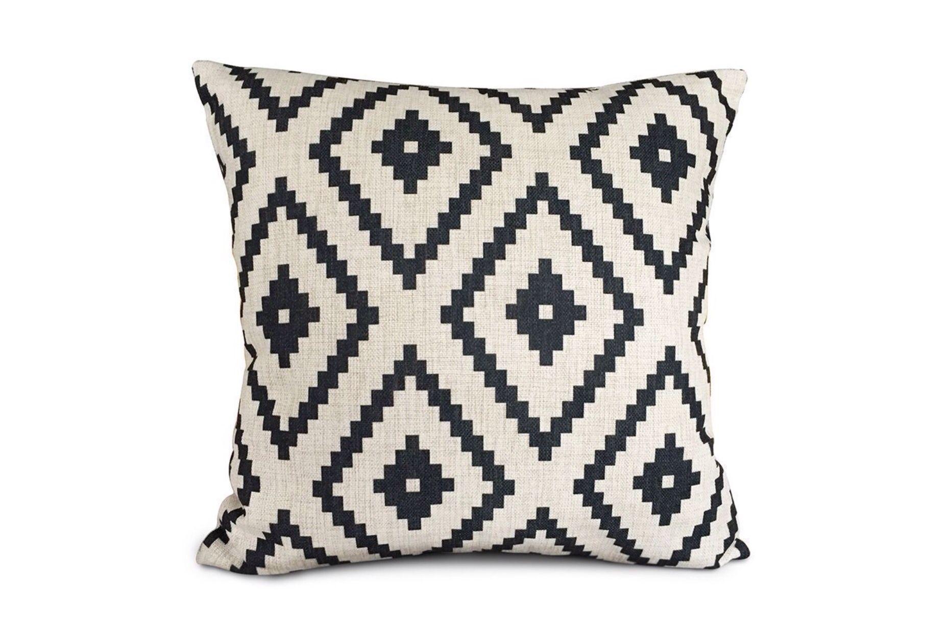 Pattern throw pillows apartment inspo pinterest throw pillows
