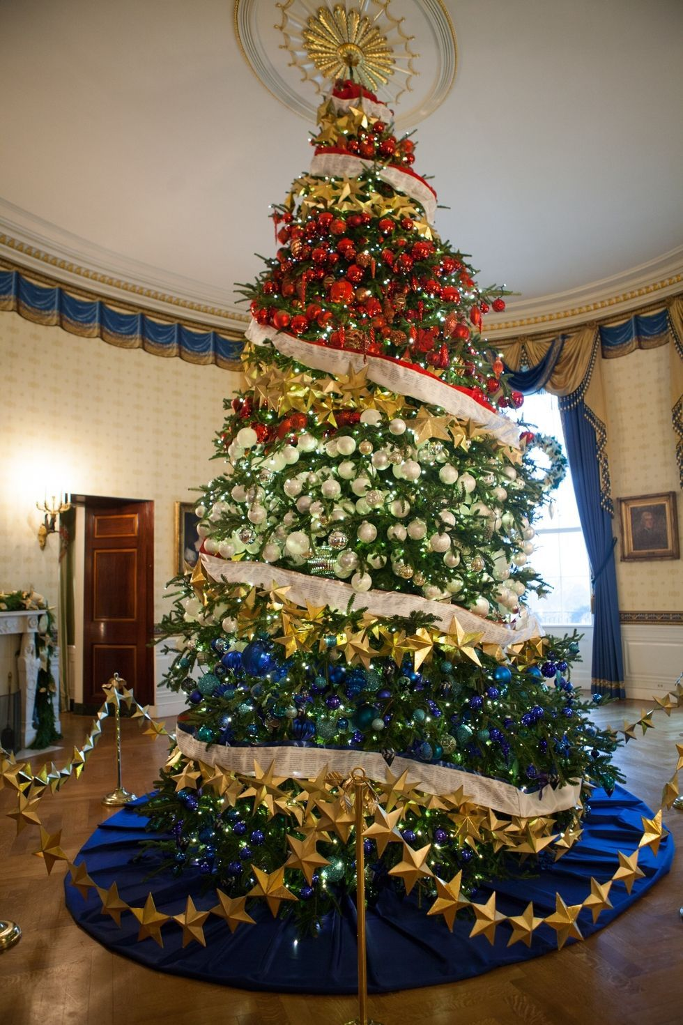 4 Decorating Tricks We Learned From Watching Hgtv S White House Christmas Tour White House Christmas Tree White House Christmas White House Christmas Decorations