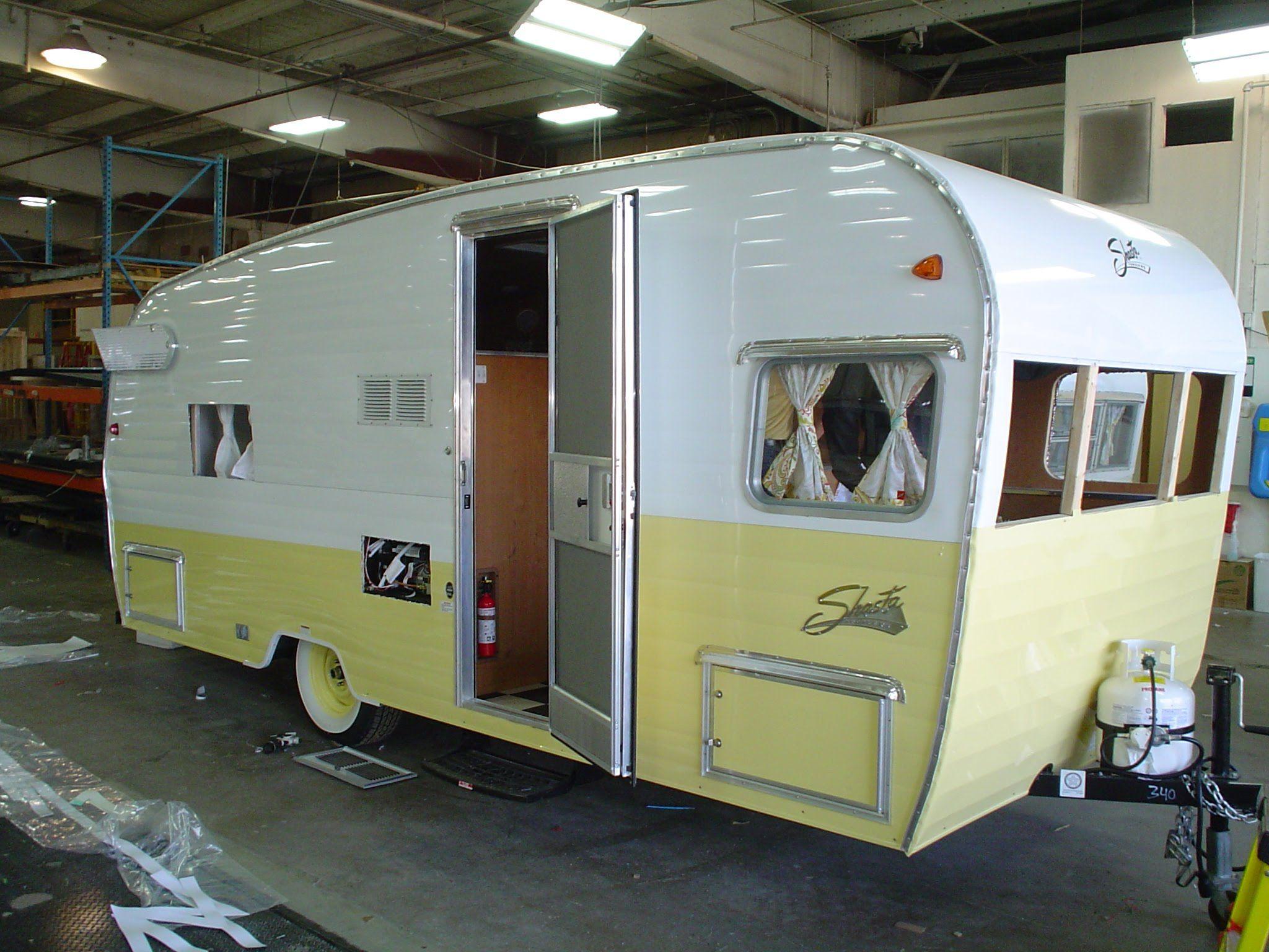 Coachman Trailer Floor Plans Let S Take A Look Inside The 2015 Shasta Airflyte 19 Foot