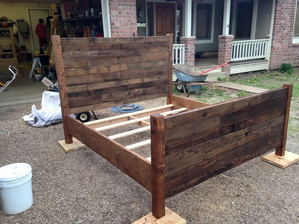 Recycled Pallet Queen Size Bed Pallet Bed Frame Diy Diy Pallet Bed Pallet Beds
