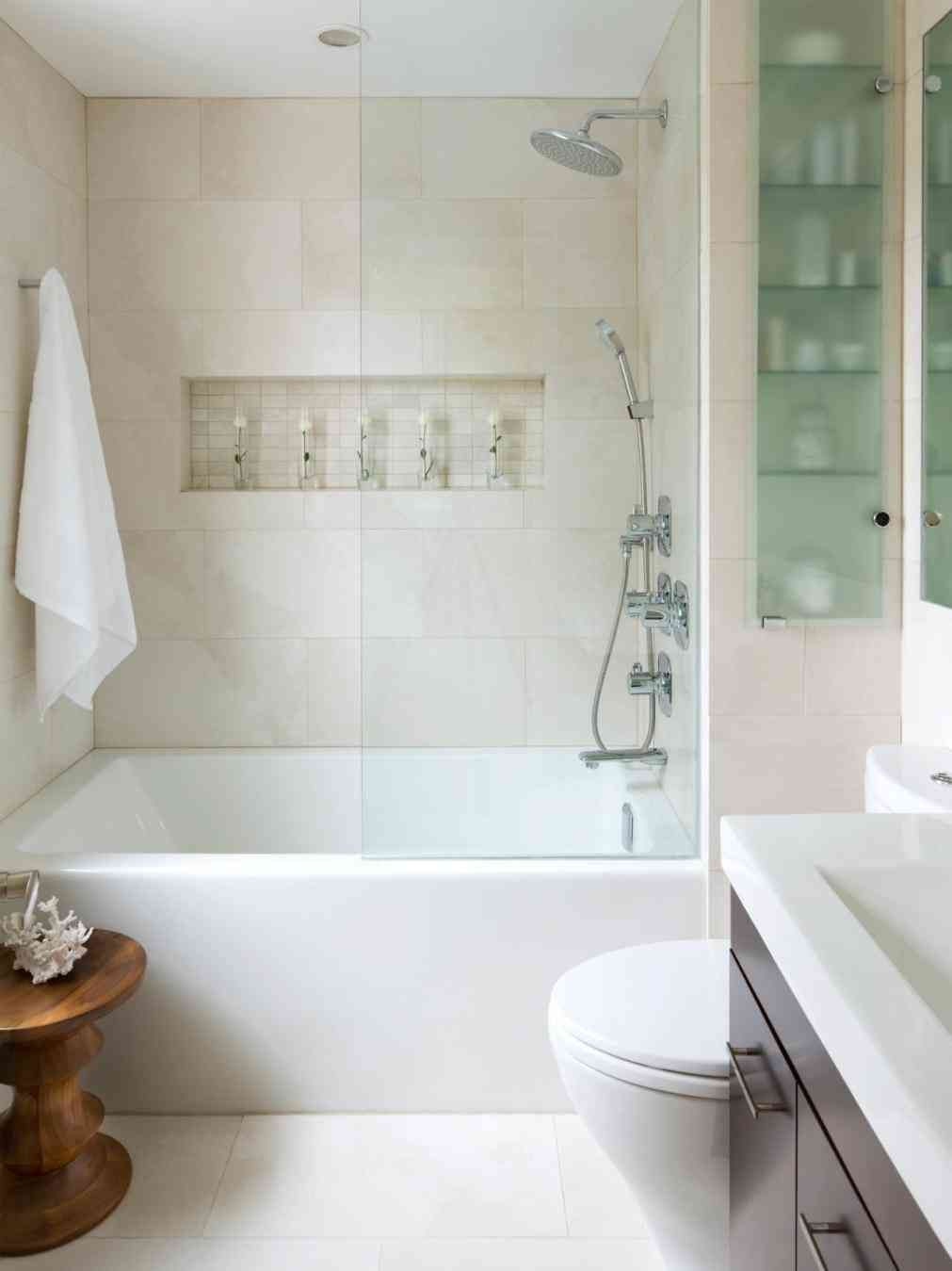 Small Bathroom Ideas Bath Shower Ergonomic Window Over Bathtub Shower 90 Small Bathroo Bathroom Design Small Bathroom Tub Shower Combo Bathroom Remodel Master