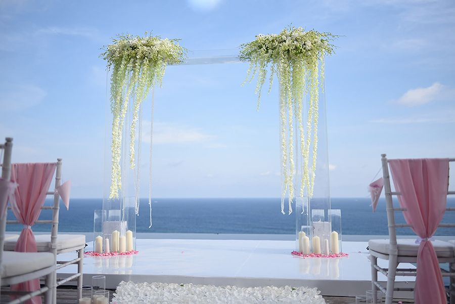 Joshua and Cheryl exchanging heartfelt vows on a floating platform over the pool at Latitude Bali is something we could witness over and over again. Their ceremony and lawn reception were planned by Bali Event Styling and captured in these beautiful photos by Govinda of Terralogical.