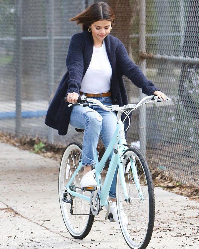 en bicicleta gomez Selena