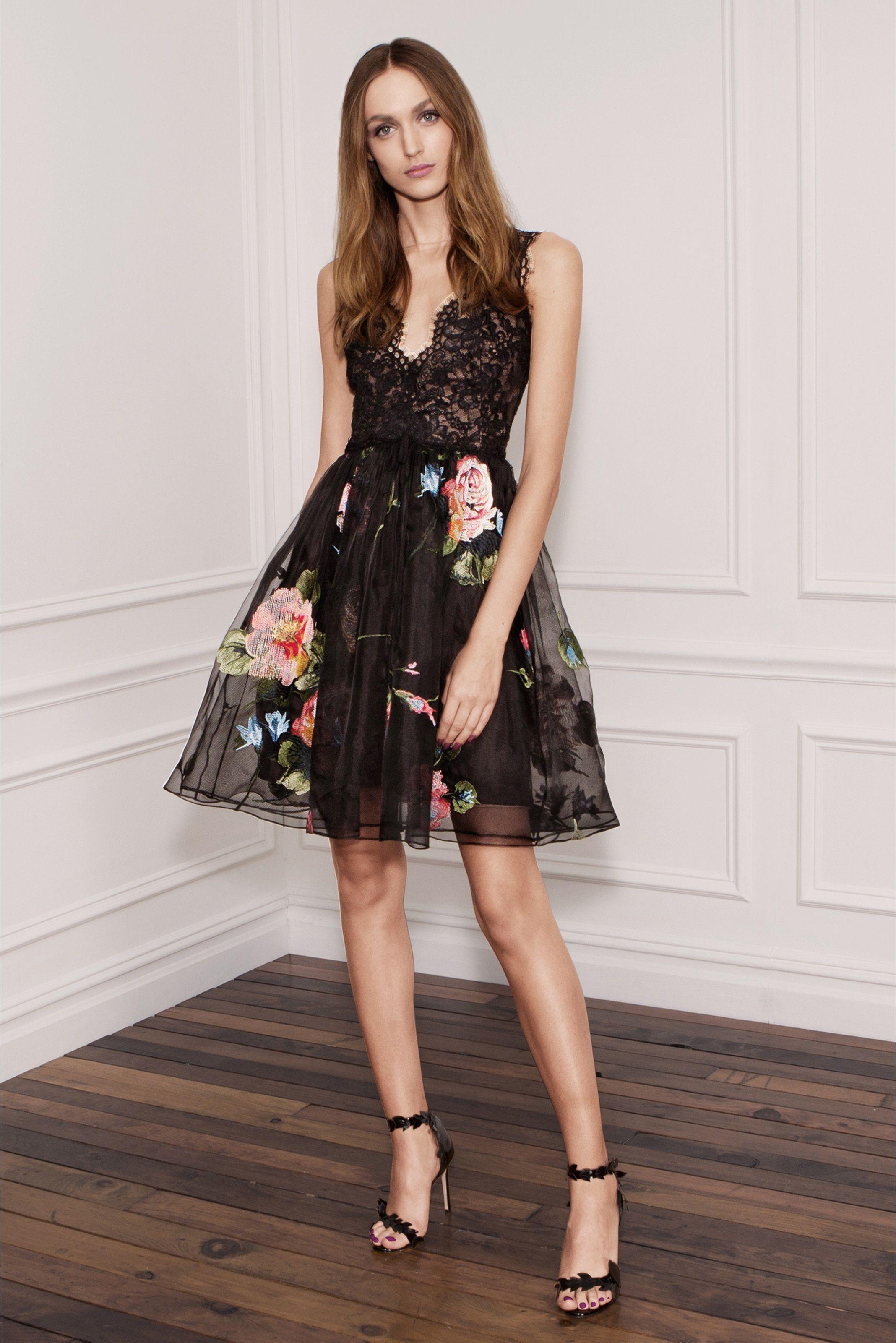 b95d3ff49ec4 Guarda la sfilata di moda Marchesa Notte a New York e scopri la collezione  di abiti e accessori per la stagione Collezioni Primavera Estate 2018.