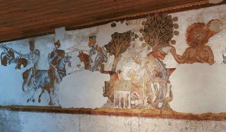 Castel Rodengo (Schloss Rodenegg) in provincia di Bolzano, è famoso soprattutto per gli affreschi che illustrano 11 scene delle avventure di Ivano (Ywain, Owen), uno dei cicli cavallereschi più amati nel Medioevo. Risalgono al 1200 e sono i più antichi d'Europa nel loro genere.