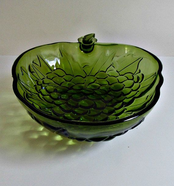 Green Grape Glass Bowl Vintage Mid Century Indiana Glass Serving Dish Home Decor On Etsy 16 00 Green Glass Bowls Green Grapes Glass Bowl