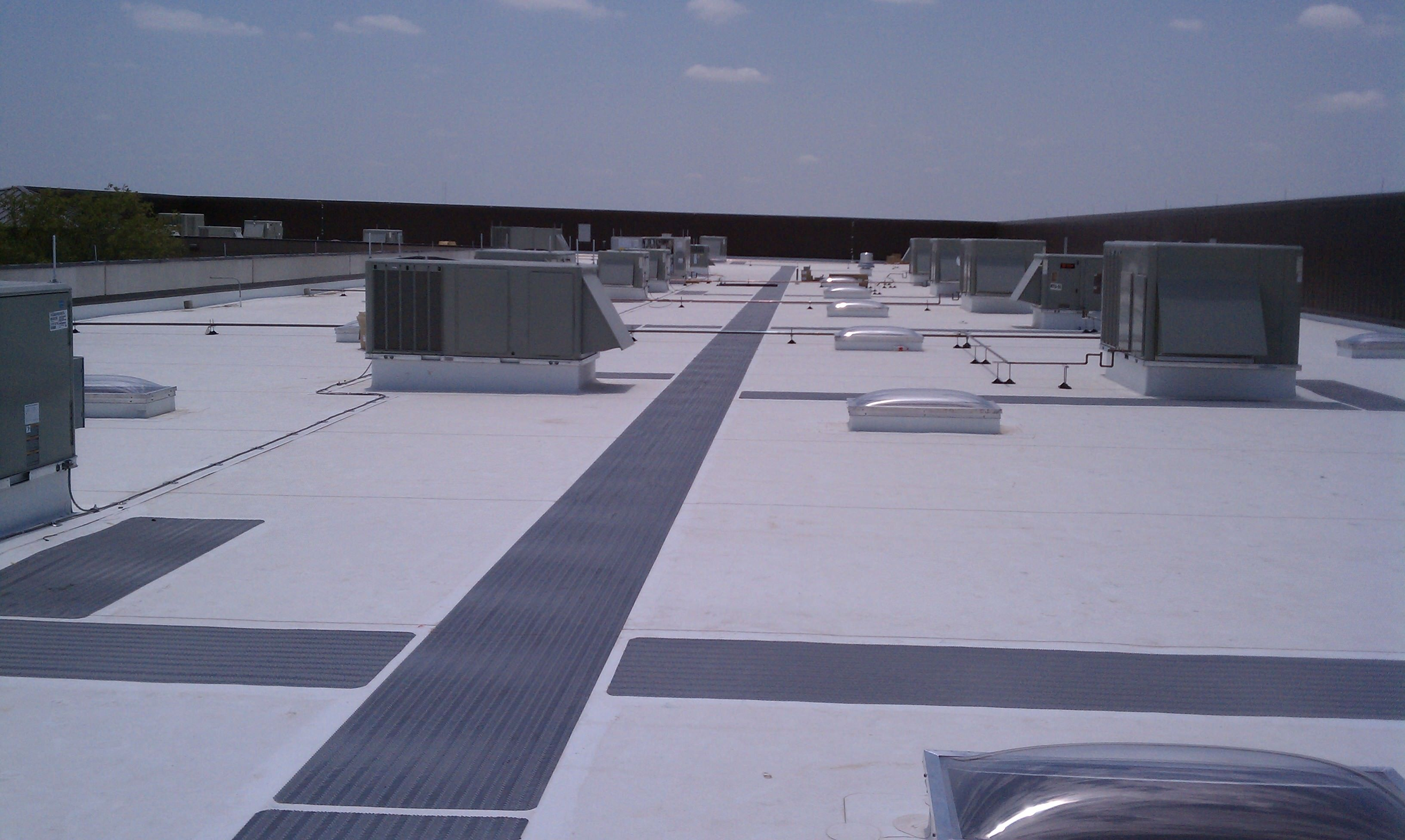Roof Pads Walking Amp Tpo Flat Roof With Walk Pads