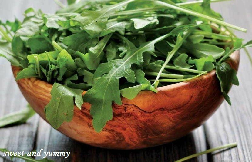 Sweet And Yummy فوائد الجرجير وقيمتة الغذائية In 2020 Serving Bowls Spinach Yummy
