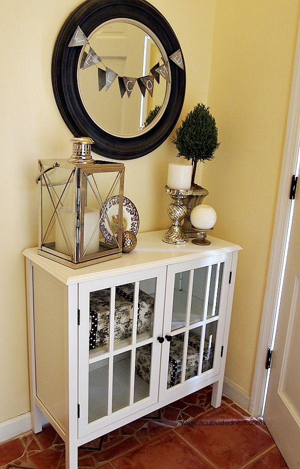Love This Pretty Entryway Makeover! It Would Be A Pretty Arrangement On A  Mantle