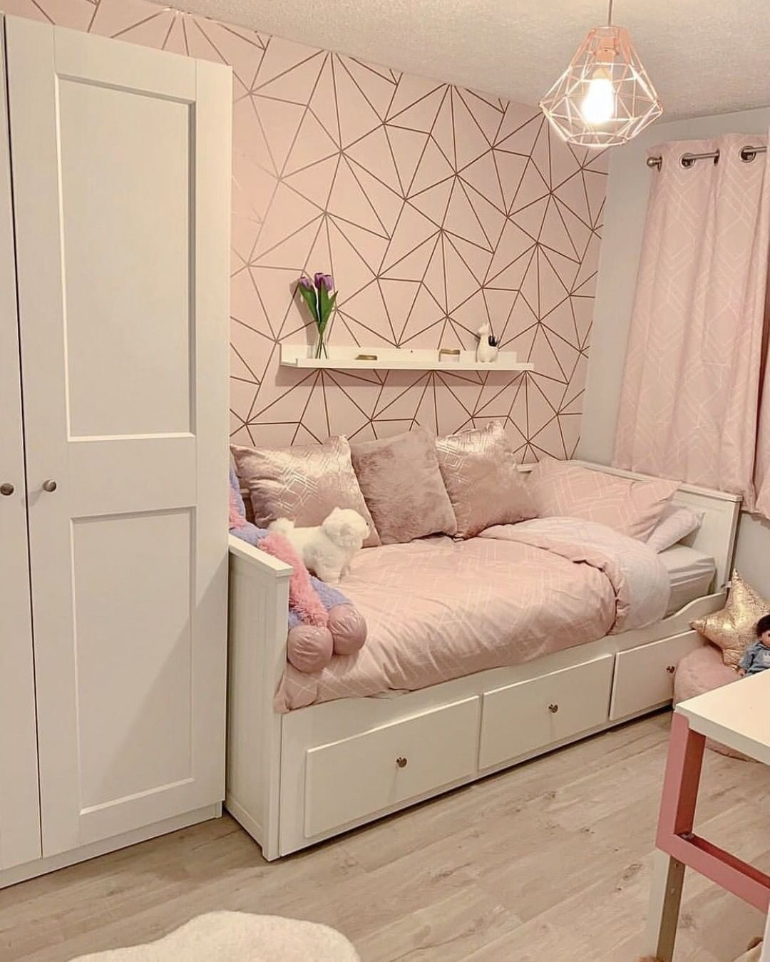 "I Love Wallpaper on Instagram: ""This Cosy Little Bedroom is fit"