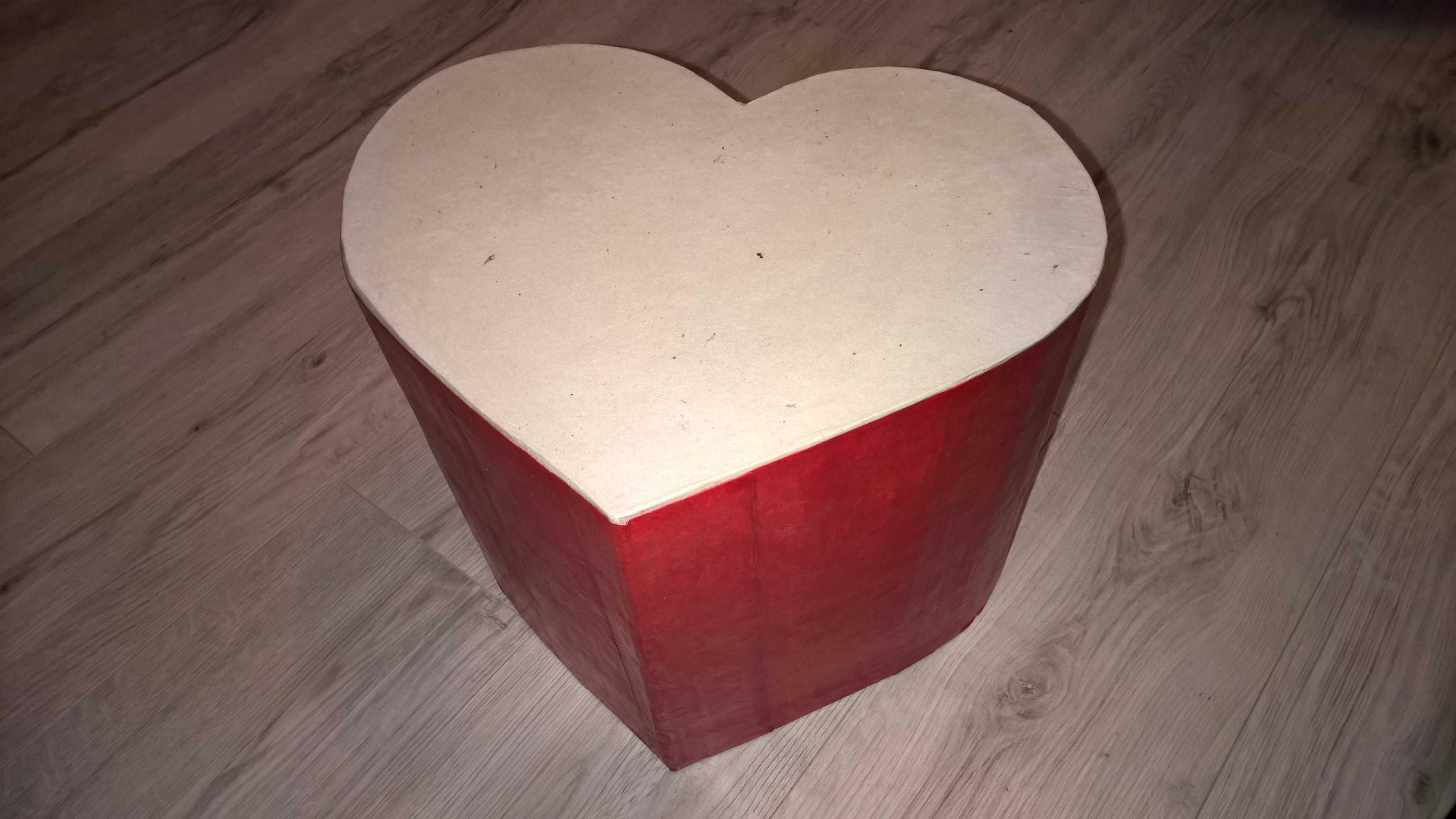 Pouf En Carton En Forme De Coeur Pour Les Grands Et Les Petits Meuble En Carton Comment Fabriquer Des Meubles Carton