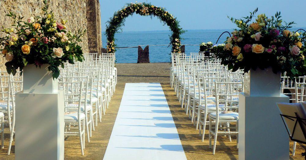 Matrimonio Sul Lago Toscana : Location da sogno per matrimoni isola del garda lago di