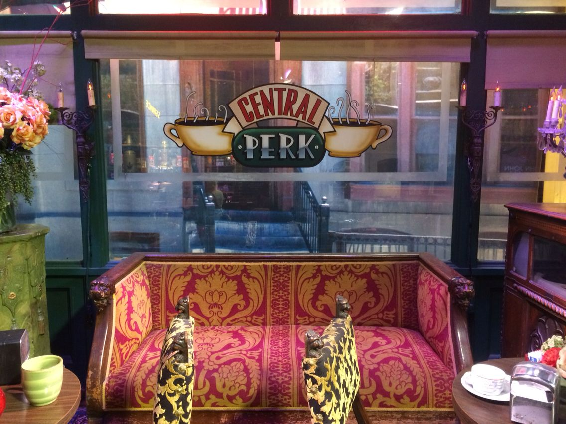 Friends Central Perk Stage At The Warner Bros Studio Tour So Much Fun A Dm A Bucket List Item For Anyone Who Tr La Trip Friends Central Perk Adventure Travel