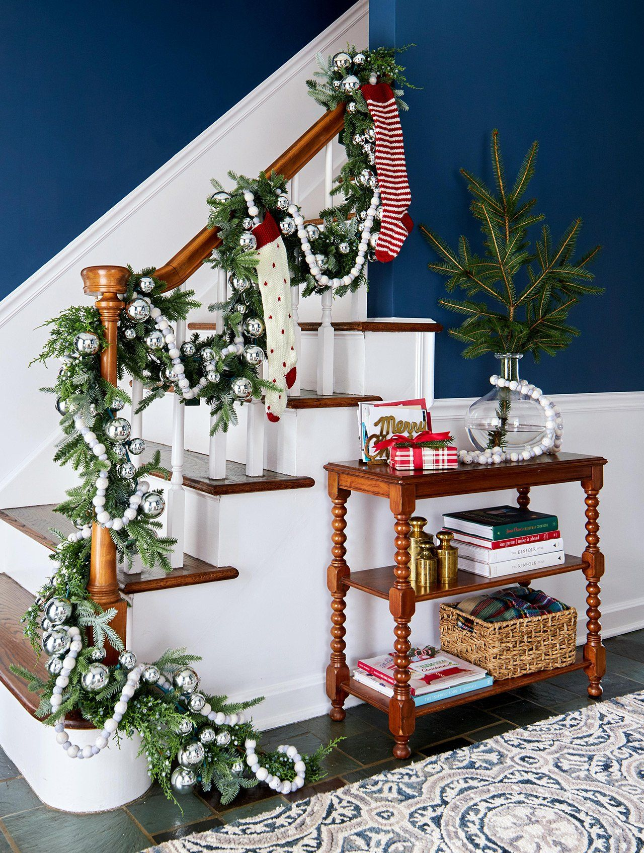 43 Festive DIY Christmas Garland Ideas Christmas stairs