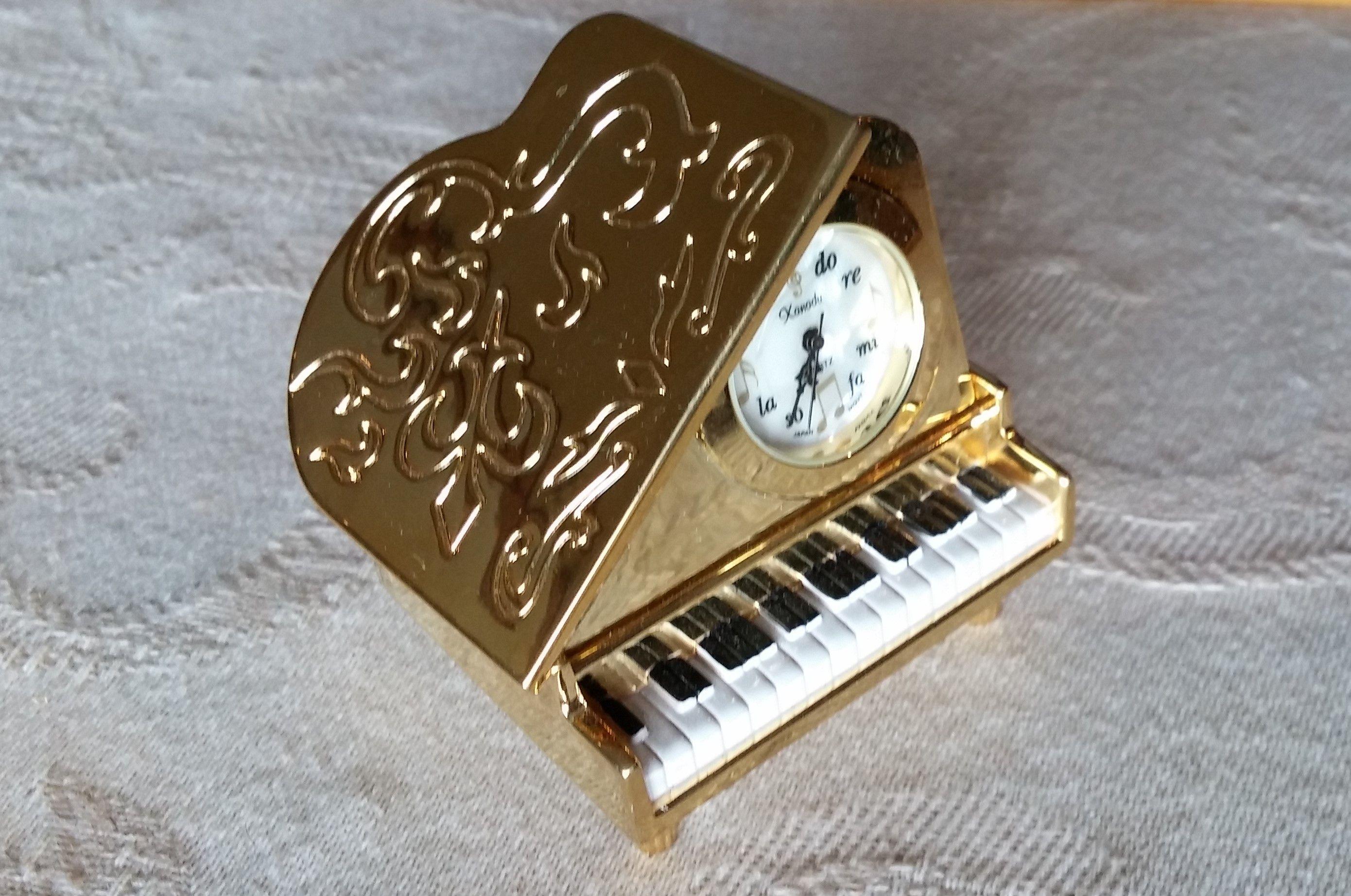 Grand Piano desk clock.