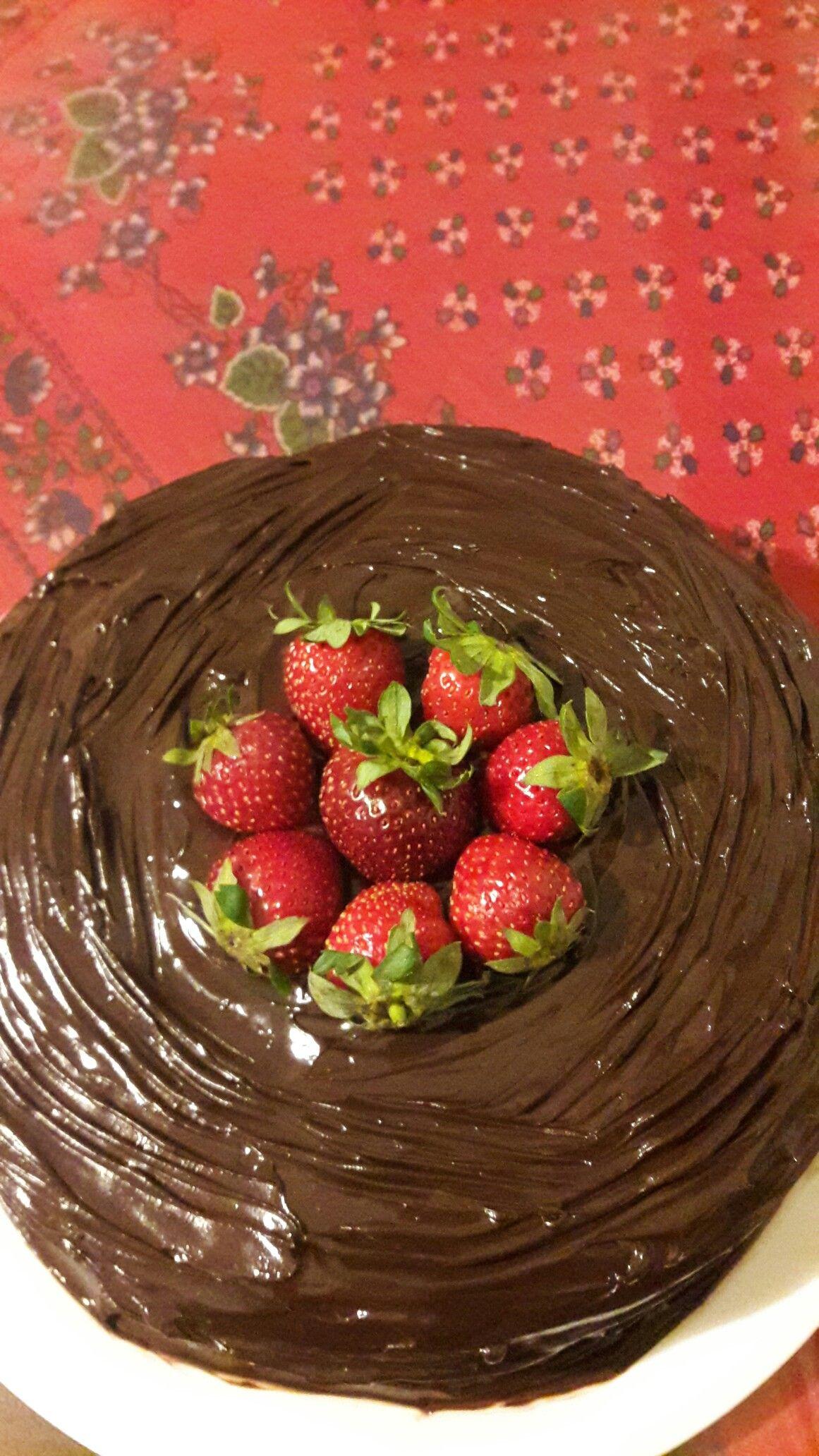 Çilekli ganajlı pasta