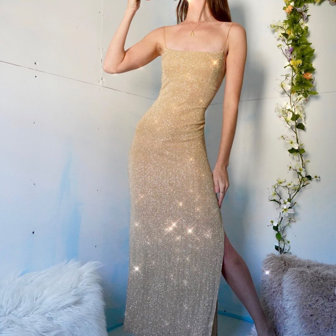 Masha Jlynn On Instagram Sold Vintage 90 S Gold Glitter Gown Will Fit A Size Large Best Can Also Be Altered To Fit A Smaller Size If Needed Thi Ballkjoler [ 1080 x 1080 Pixel ]