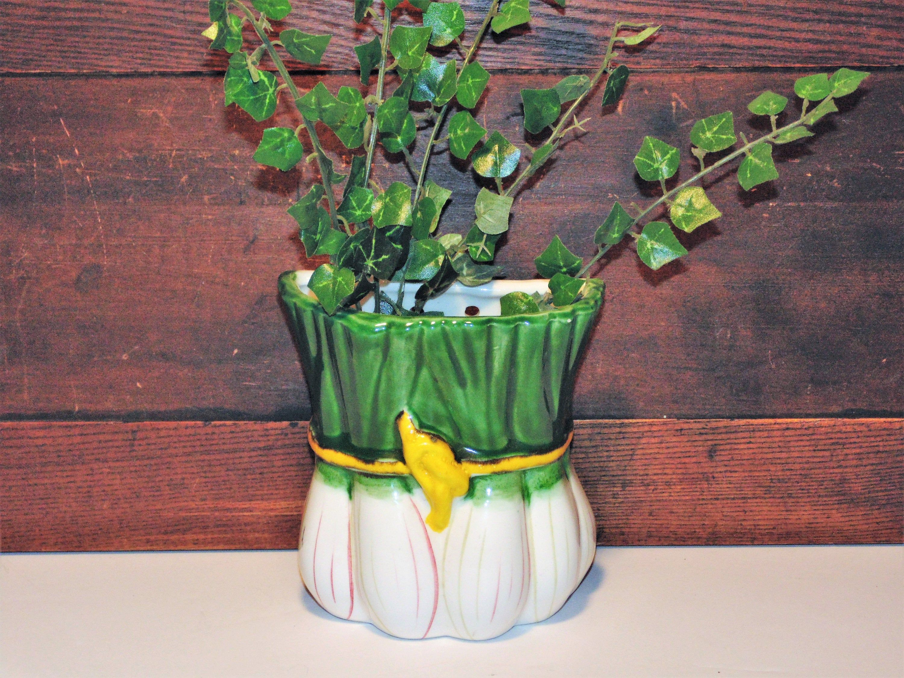 Vintage Wall Pocket Made In Italy Green Onion Scallion Etsy Wall Flower Vases Vintage Walls Flower Vases