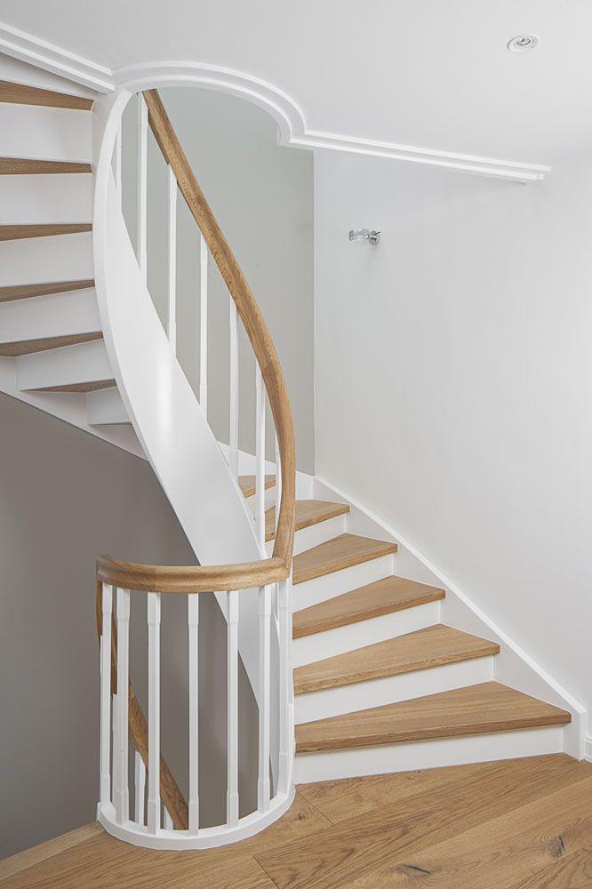 Geschlossene wangentreppe über 4 etagen; wangen, stäbe und ...