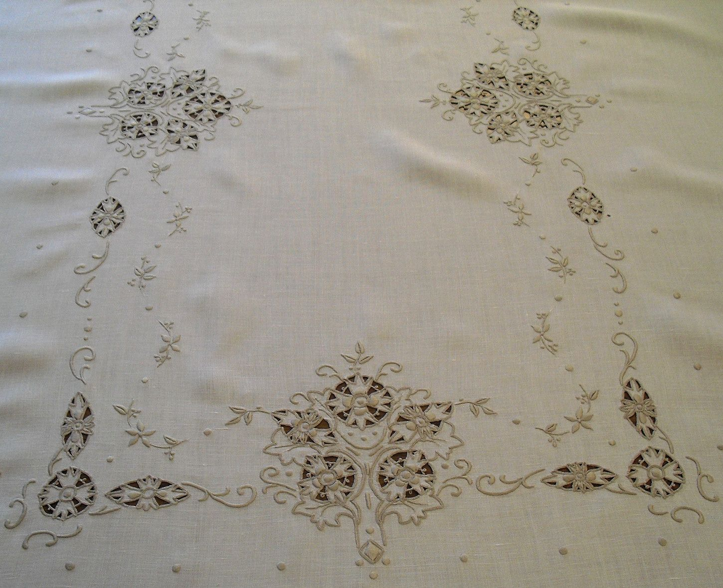 Antique Italian Linens | Vintage Italian Linen Embroidered Cutwork Needle Lace  Tablecloth 69x86 .