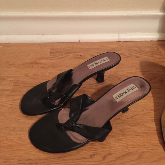 Steve Madden low heel sandal Steve Madden low heel sandal black, light wear on sole Steve Madden Shoes