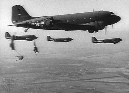 Largage de parachutistes Américains