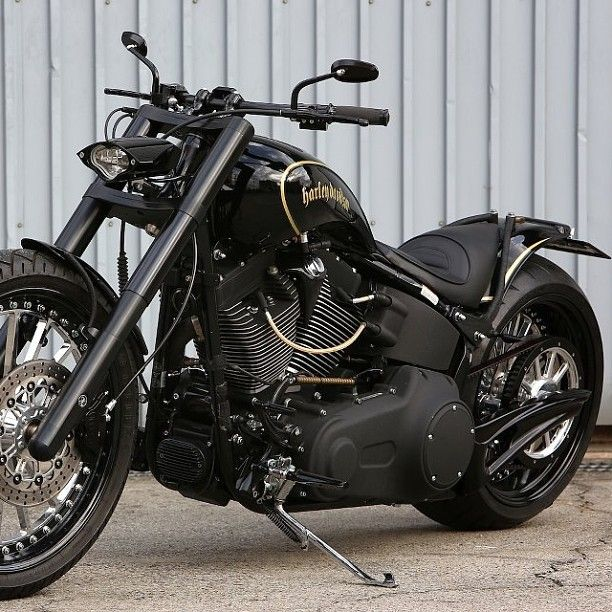Custom Harley Davidson About The Only One In A Few I Actually Like I M Not A Harley Person Harley Davidson Motorcycles Harley Bikes Harley Davidson Bikes