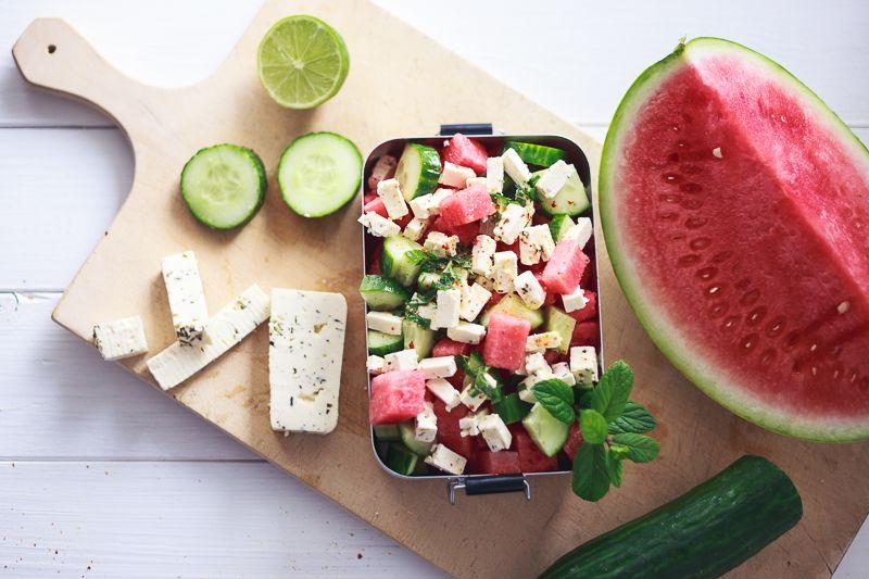 Leichte Sommerküche Essen Und Trinken : Wassermelonen salat mit gurke feta und frischer minze. ein