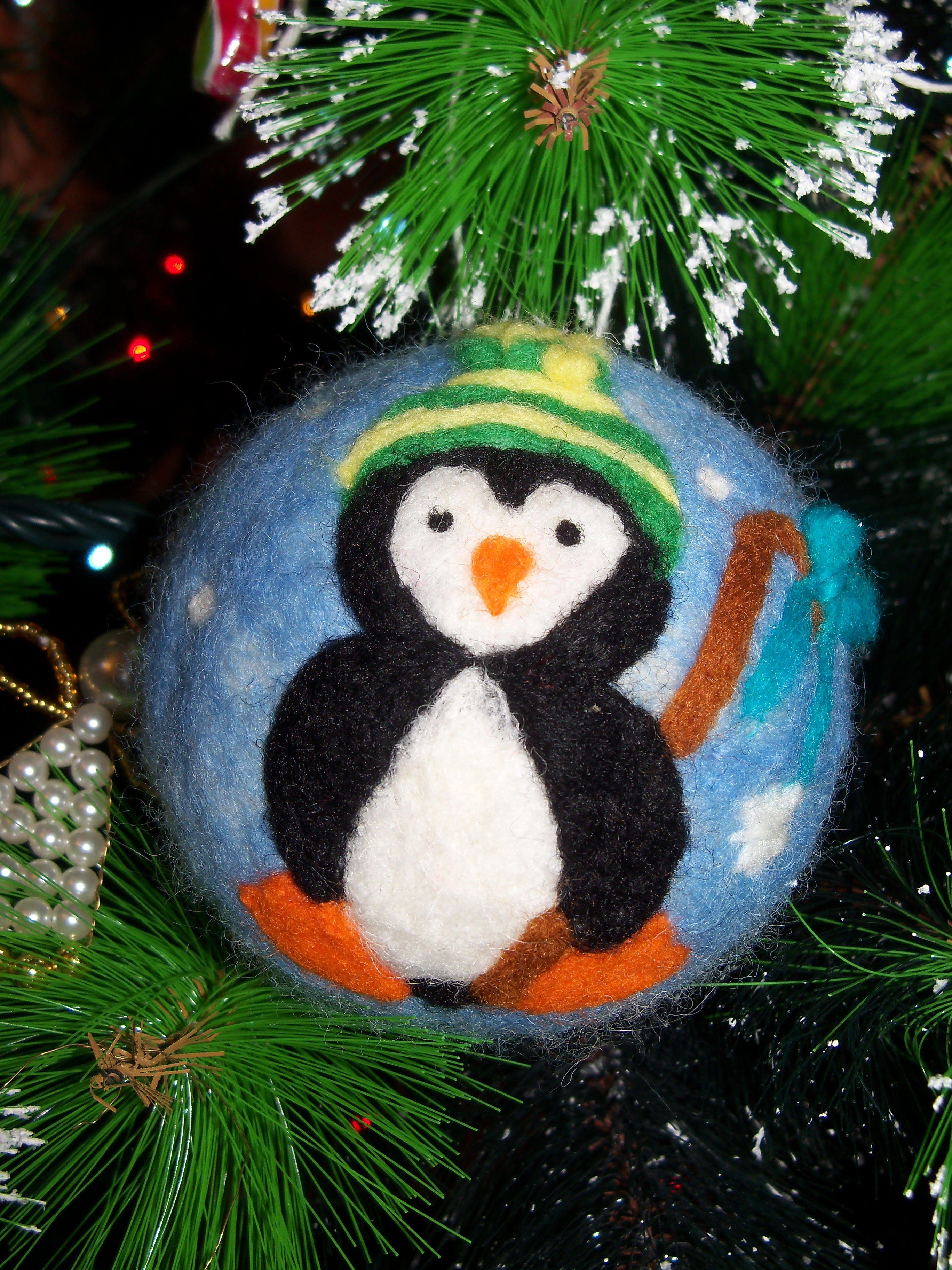 Pallina Di Natale In Lana Cardata Un Simpatico Pinguino Christmas Felted