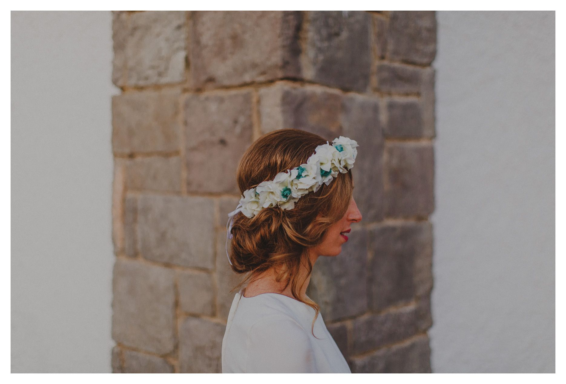 People Producciones · Fotógrafos de bodas · Boda en Zaragoza · Spain · Fotos de boda · Novia · Bride · Reportaje de boda · Just married · Retrato · Portrait · Tocado de novia · Headdress · Floral crown · Wedding · Preparativos · Getting ready · Indie bride · Indie wedding