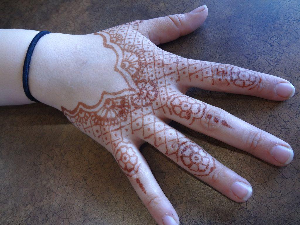Mehndi Lace Tattoo : Henna lace flowers on fingers should be something else mermaid