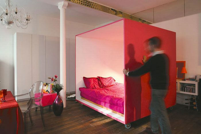 With this mobile bed cube, living in a completely open space does ...