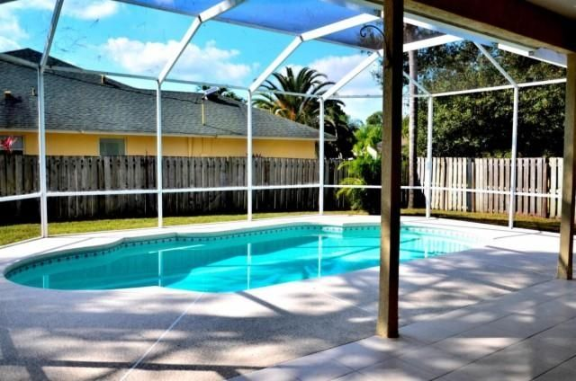 Another Pending Pool Home In Port St Lucie Fl 34953 Better Homes Gardens Pool Port St Lucie
