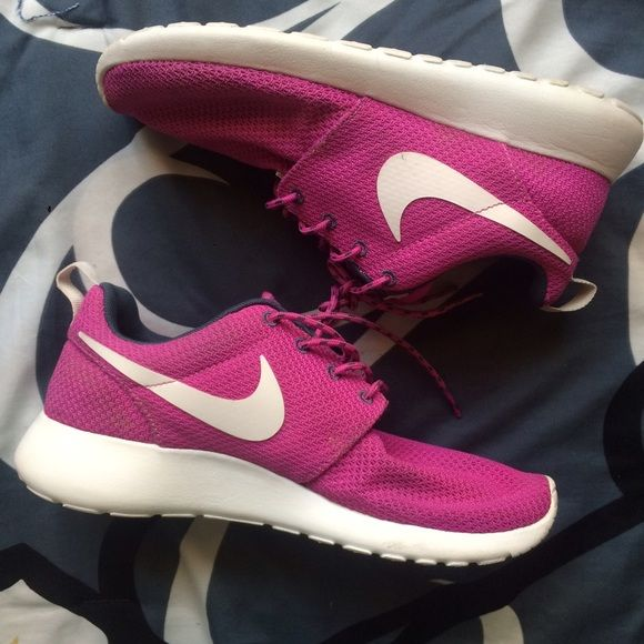 women nike shoes high top. Pink/black/white. Size 7.5. Rate 8/10
