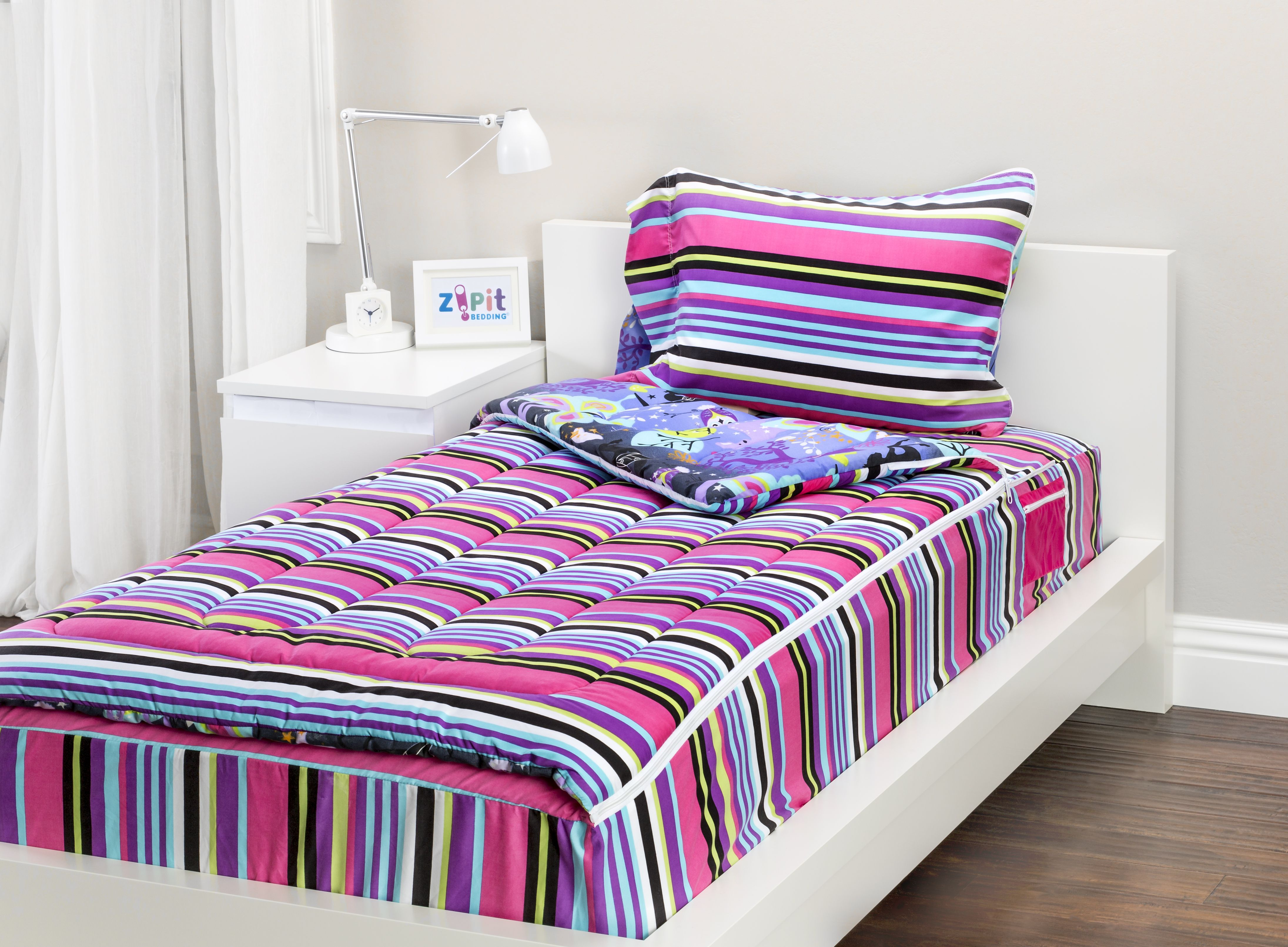 the fantasy forest zipit bedding set is reversible. zipit bedding