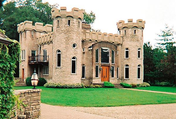 An actual three bedroom guest house chicago must be for Castle type house plans