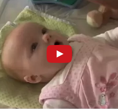 10 Week Old Baby Stuns Her Parents By Saying I Love You Mamas