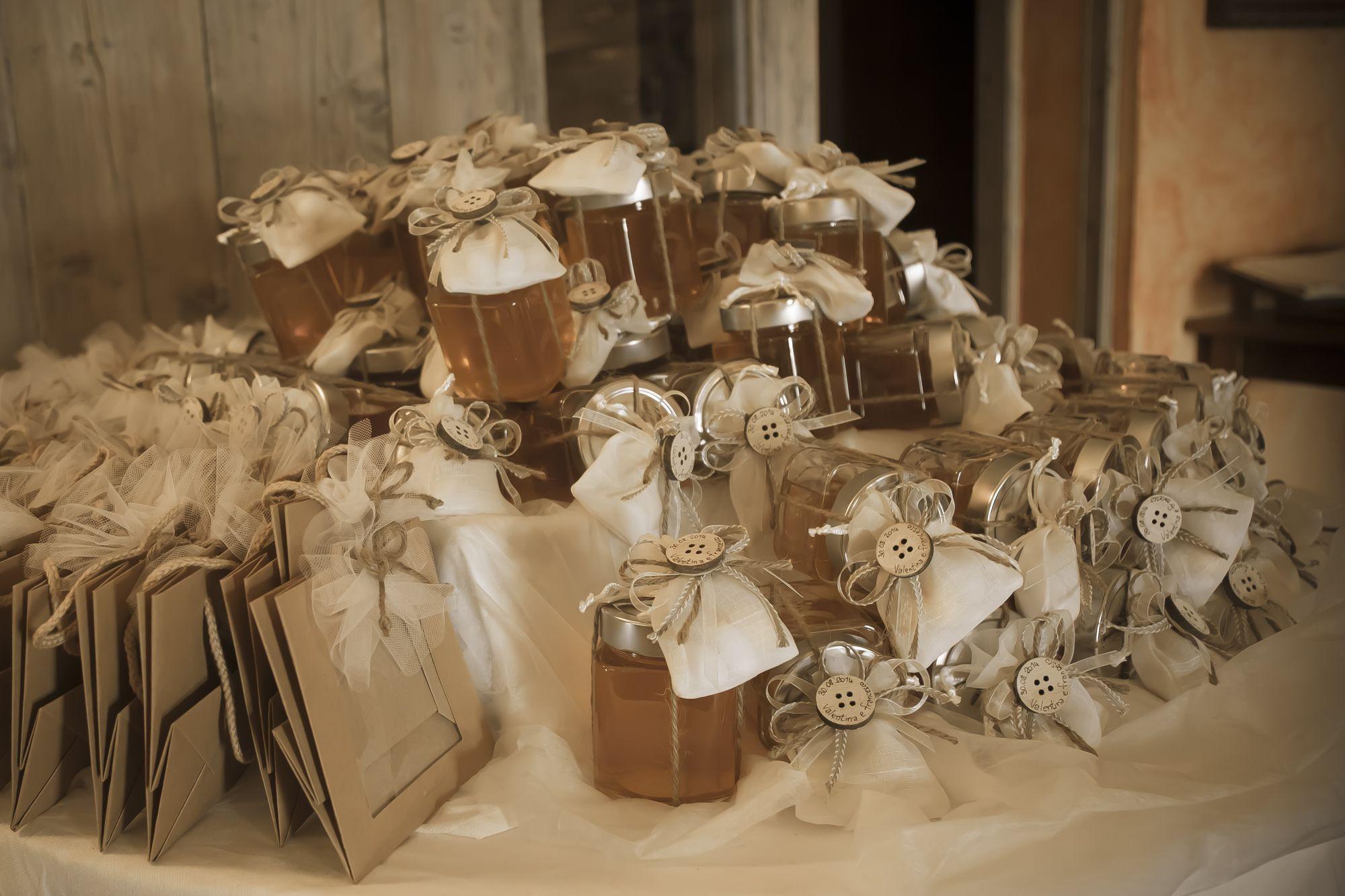 vasetti di miele confezionati con sacchettini in organza e ...