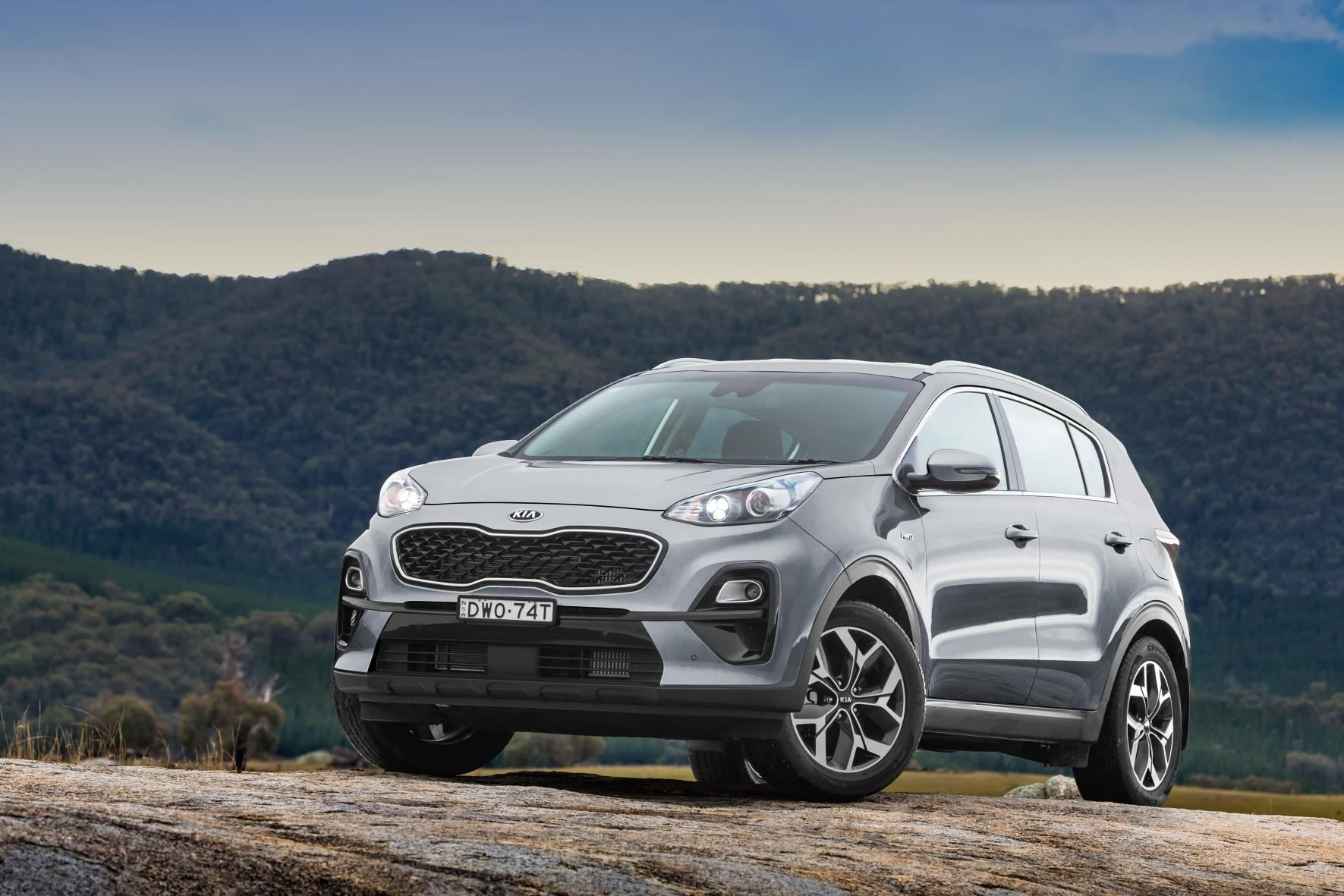 Drive Outside Of The Box In A Modern Compact Crossover That Defies Conventions With An Elegant Extroverted Exterior Distinguished By Kia Sportage Sportage Kia