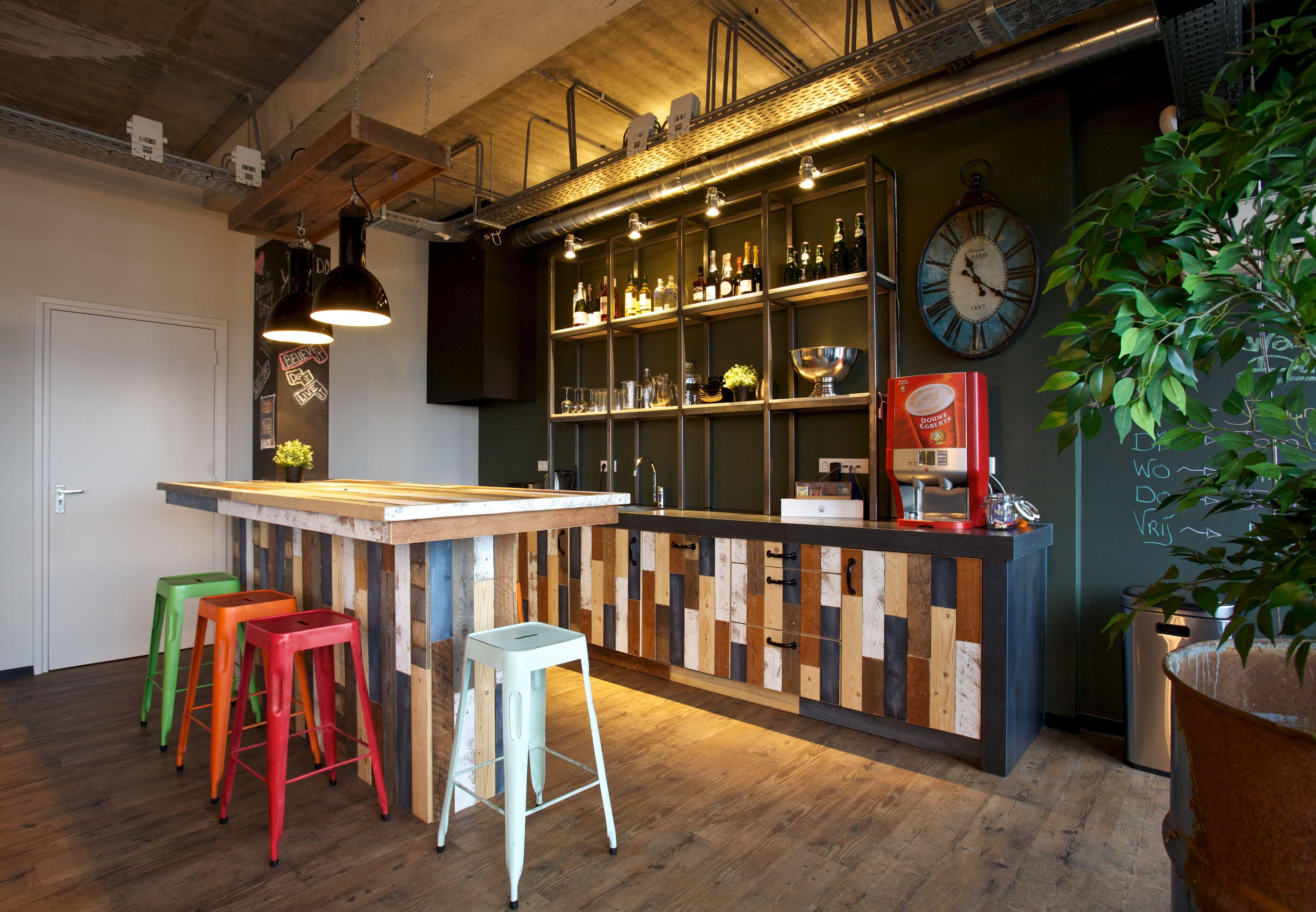 Restaurante vintage con estilo en nik dise amos locales for Muebles para restaurantes