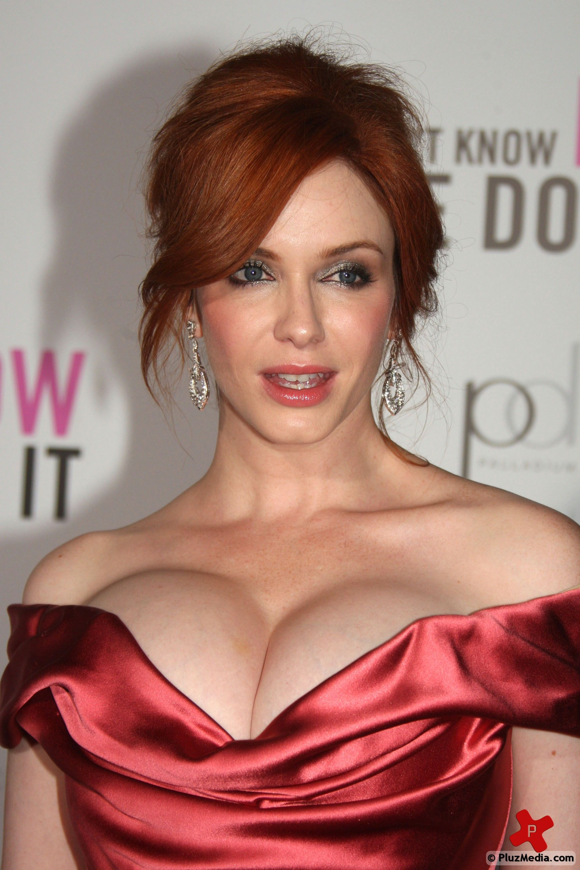 Christina hendricks flashes huge boobs in deep cleavage new foto