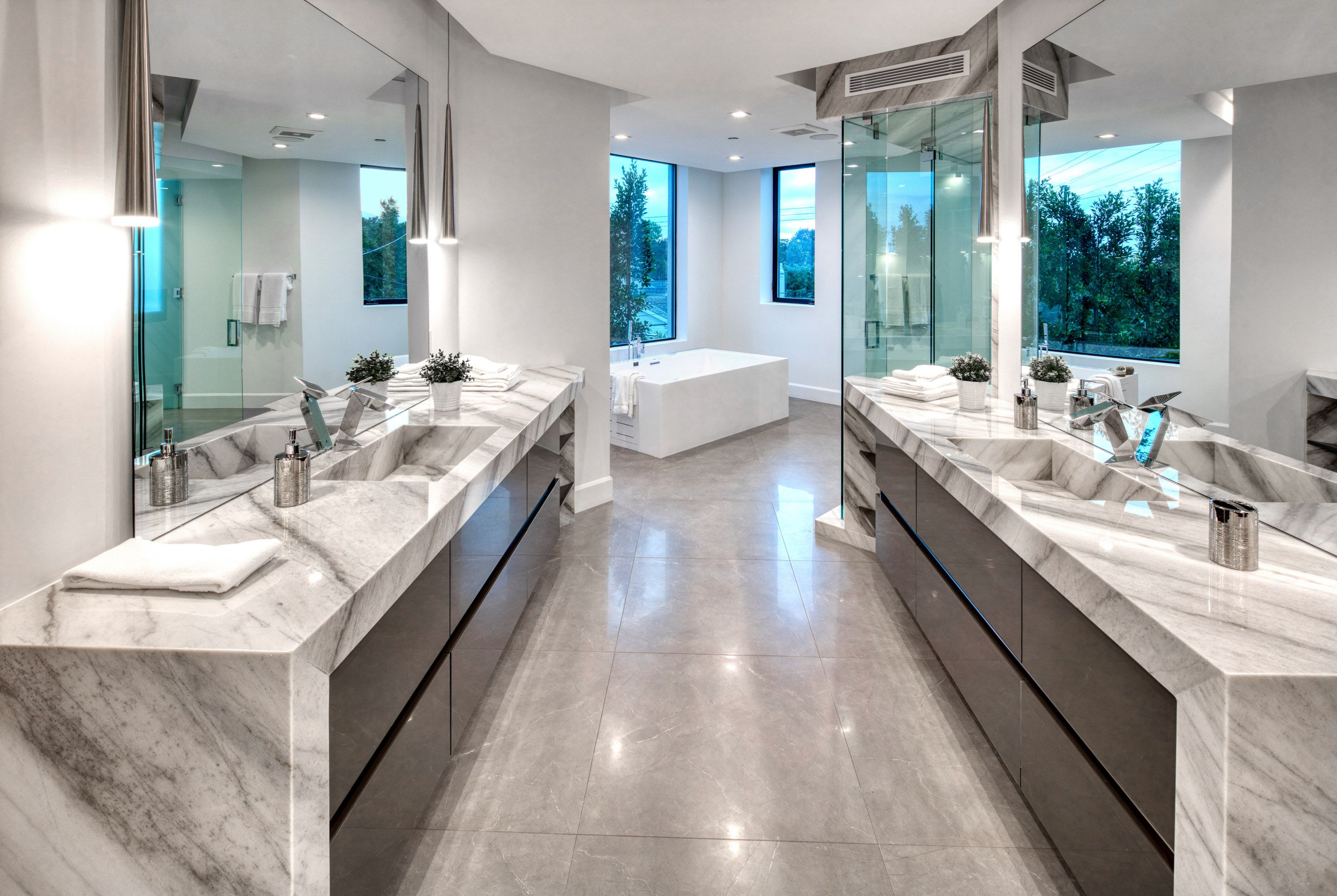 Luxury Master Bath Suite In Modern Home With Granite Marble