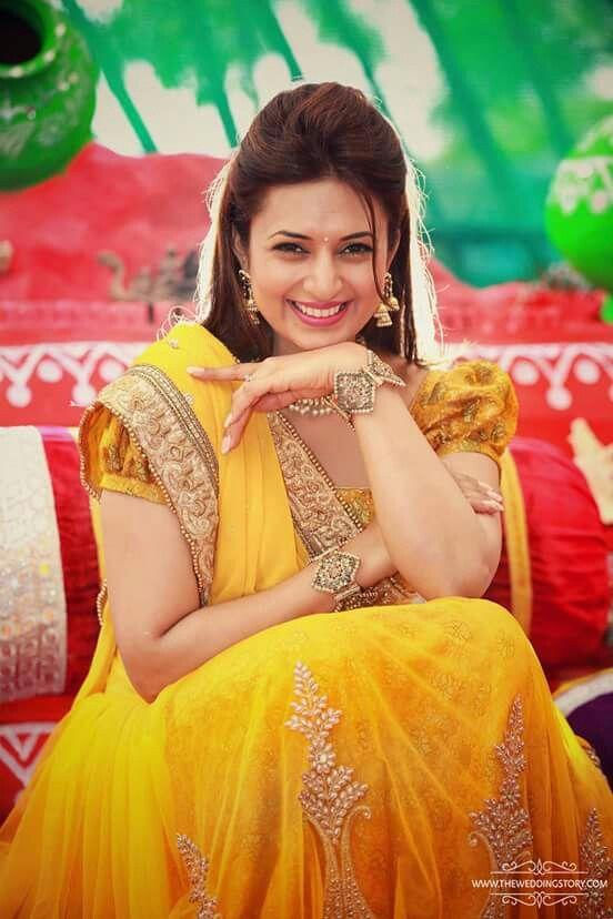 Divyanka Tripathi S Haldi Photo Indian Wedding Couple Photography Indian Wedding Bride Bride Photoshoot