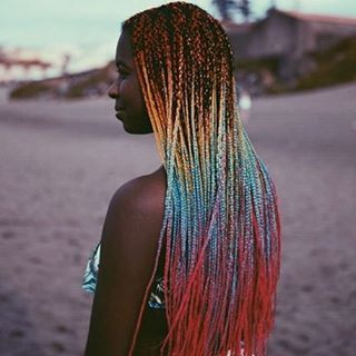 Trenzas africanas de colores  @lirish.salon