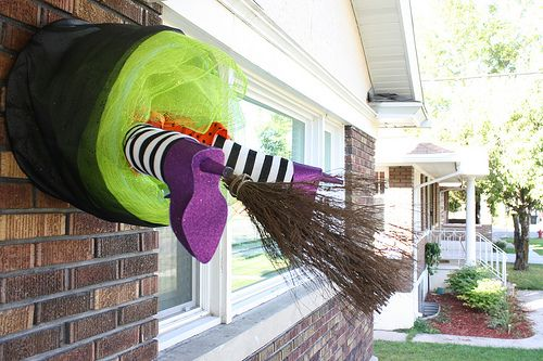 DIY Glam Crashing Witch - Great and easy way to decorate your front - halloween decorations witch