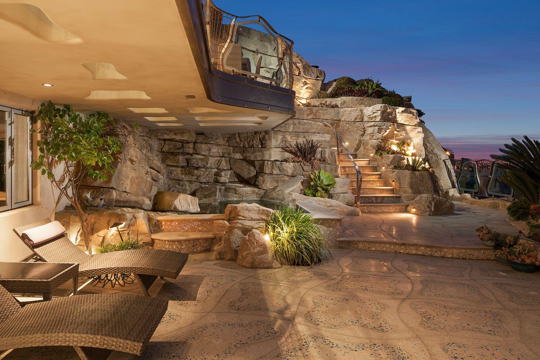 Whimsical Rock House In Laguna Beach Laguna Beach Casas Terrasas