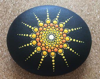 Mandala bemalte Steine - Ideen Blog #bemaltekieselsteine