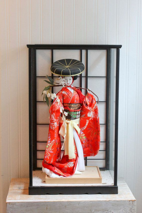 Vintage Geisha, Geisha Doll, Geisha Figurine, Japanese, Geisha in Case, Glass Case, Geisha Girl, Asian Home, Home Decor, Red, 1950s, Ooak